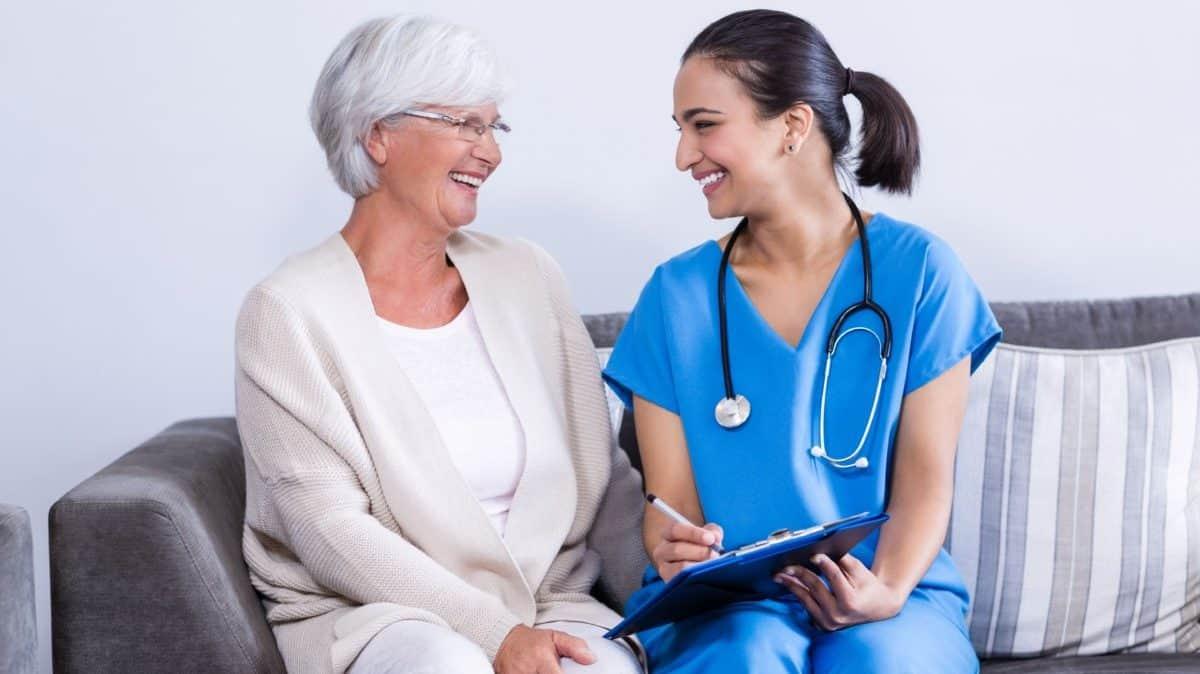 A nivel económico se reducen los gastos médicos cuando se es físicamente activo en edades avanzadas.