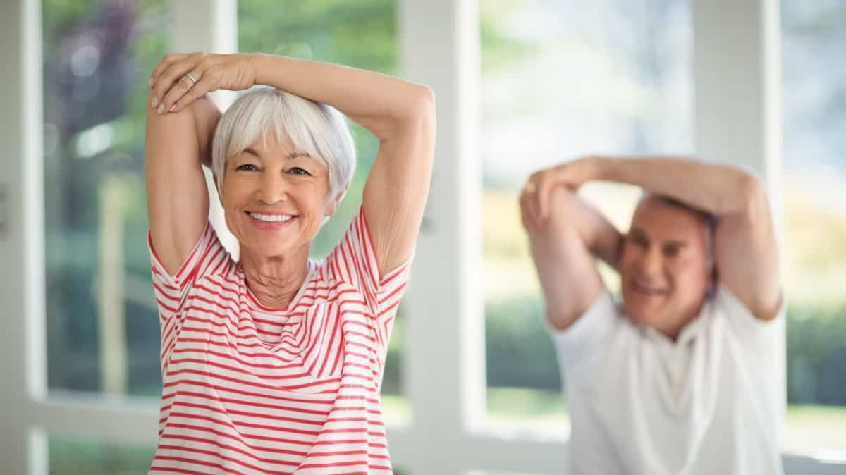 Conforme los años pasan, la flexibilidad va a ir disminuyendo progresivamente y esto será más notorio en edades avanzadas con la disminución de la movilidad.